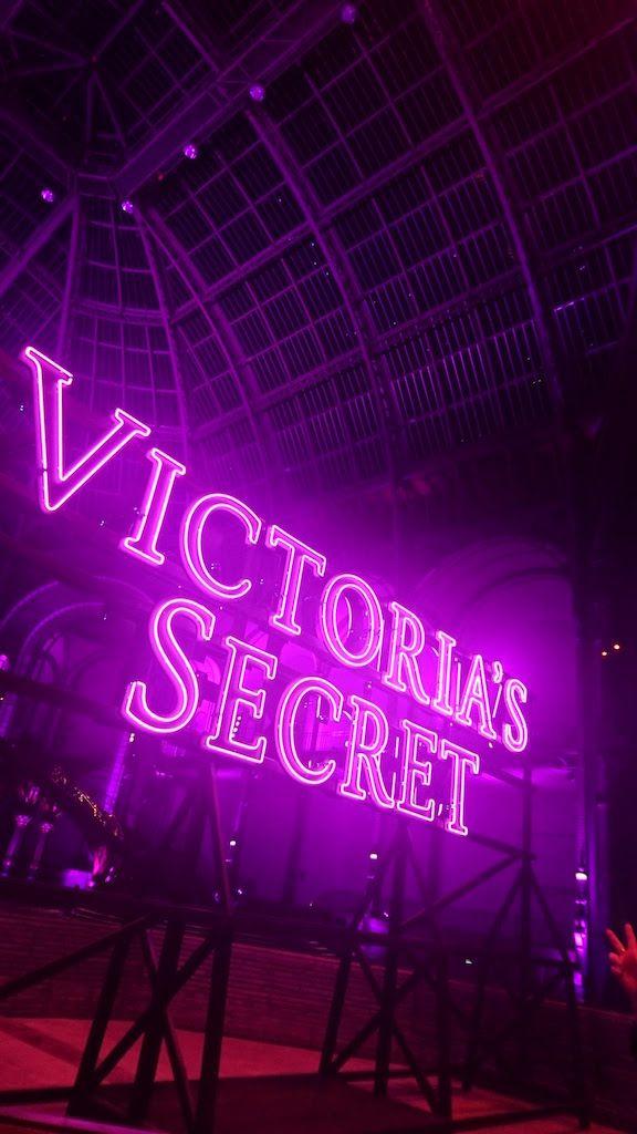 米ランジェリーブランド「ヴィクトリアズ・シークレット」は11月30日、毎年恒例のファッションショーをパリのグランパレで開催した。テロによる観光客減などのダメージなどを払拭するかのように、ジジ・ハディッドやケンダル・ジェンナーらトップモデルたちが降臨。厳重な警備の中、総勢51人のモデルが華やかなランジェリーと、天使をイメ
