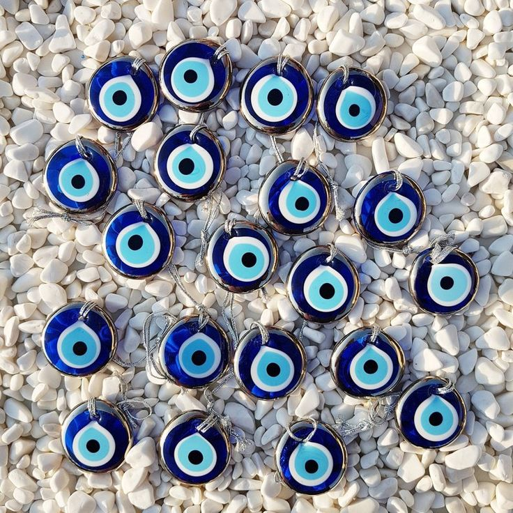 Beautiful Evil Eye as Favor / Charm. These are approx. 5.5 cm (2.2 inches) diameter Golden Evil Eye Beads. Very stylish for occasions FREE&EXPRESS SHIPPING! (USA/Europe) Estimated shipping times for Express Shipping: North America: 3-5 business days Europe: 1-5 business days Australia, New