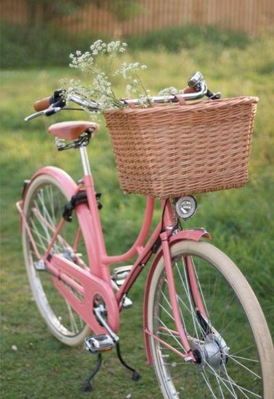 Que linda esta bicicleta cor-de-rosa! *-*
