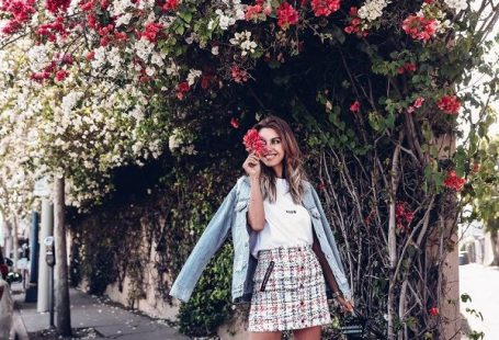 30+ Ways to Effortlessly Rock a Denim Jacket The denim jacket is ESSENTIAL to our wardrobes as they carry through all seasons. They are the perfect piece to add to your capsule wardrobe. Come see how these Denim Jacket Outfits easily transition from day to night and how versatile they are! #DenimJackets #DenimJacketOutfits