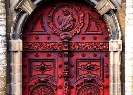 101 Ideas For Red front Door Design #FrontDoor #RedDoor #RedFrontDoor #HomeDecor #HomeDesign