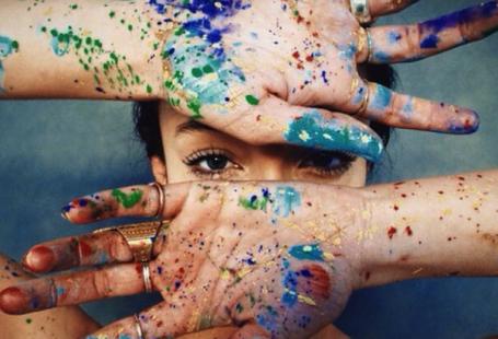 7 inspiratietips voor je innerlijke kunstenaar - Creativiteit moet je voeden.Vaak gaat dat onbewust: op de fiets naar de winkel zie jeopeens een tekst op een poster die je in het diepste van je ziel raakt, of hoor je ergens een liedje …