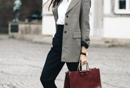 '80s Plaid Blazers Are Everywhere This Fall (Here's How to Wear One) - #80s #bla...