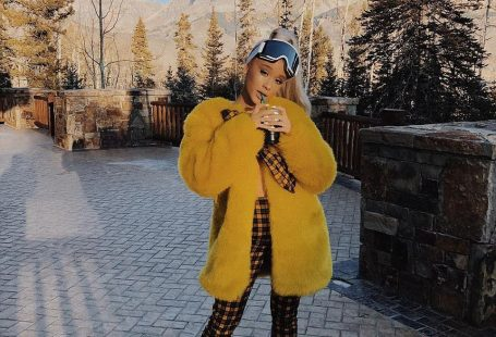 Go mad for plaid in Callipygian  coordinates like Ariana #DailyMail Click to buy now