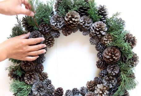 Easy & long lasting DIY pinecone wreath: beautiful as Thanksgiving & Christmas decorations & centerpieces. Great pine cone crafts for fall & winter! - A Piece of Rainbow #pinecones #pineconecrafts #diy #homedecor #homedecorideas #diyhomedecor #thanksgiving #christmas #christmasdecor #christmascrafts #christmasideas #christmasdecorations #crafts #wreath #centerpiece #farmhouse #vintage #farmhousestyle #farmhousedecor #weddingdecor