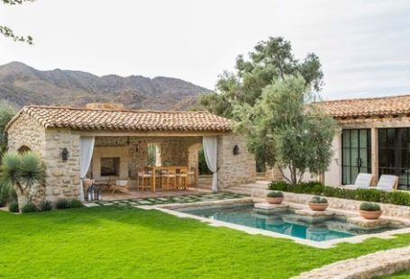 This beautiful mediterranean style, single family private residence was designed by OZ Architects, located in the affluent town of Paradise Valley, Arizona.