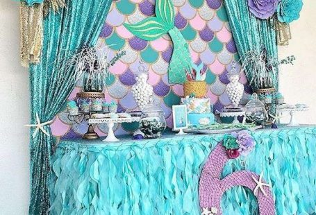 Beautiful ideas for decorating a food stand in a mermaid birthday party for girls (or boys).