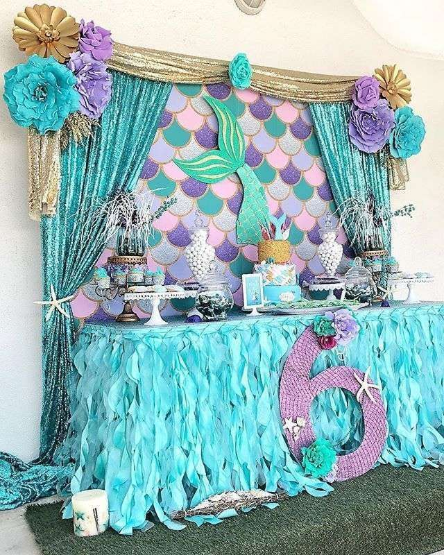 Beautiful ideas for decorating a food stand in a mermaid birthday party for girls (or boys). | CatchMyParty.com #mermaid #mermaidparty #partyideas