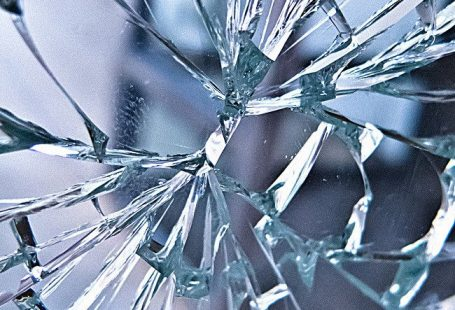 Broken glass background h5