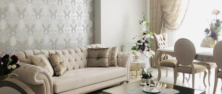 Dekoratif, Sehpa ortası dekoru, Duvar kağıdı, Klasik stil dekorasyon, Asma tavan, Avize, Salon avizesi, Halı, Krem, Berjer, Aynalı mobilya
