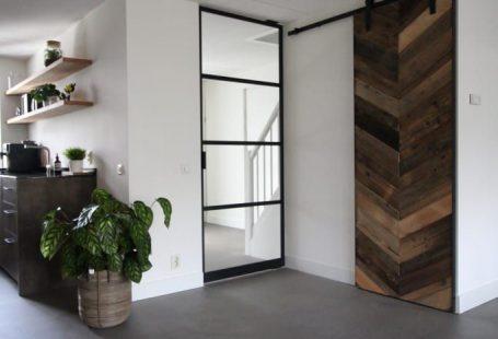 Cementgebonden gietvloer in moderne stoere woning: vloeren door motion gietvloeren