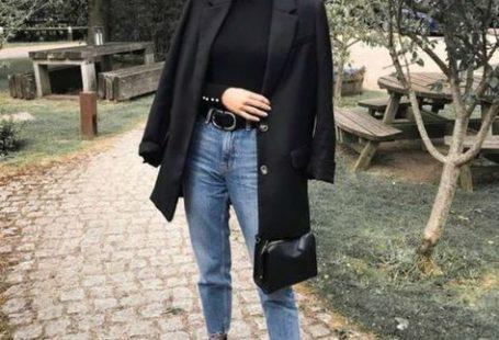 Tous les conseils pour bien choisir ton jean idéal et comment le porter avec style ! Tous les conseils & idées de tenues sont dans cet article ! #tenuefemme40ans #blogmodefemme40ans #tenuestylée
