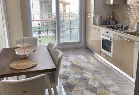 Halı, Modern mutfak, Mutfak, Mutfak masası, Sarı