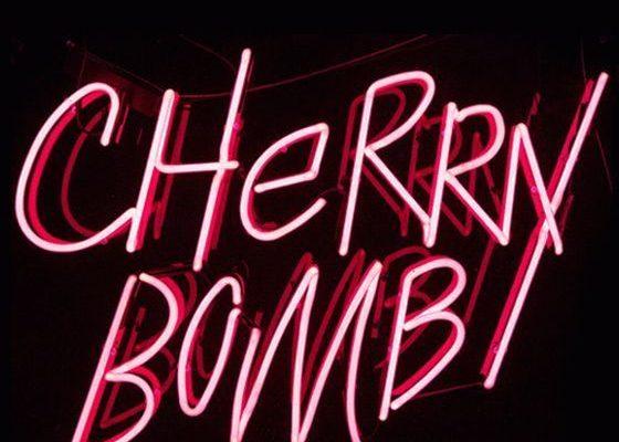 Cherry Bomb: Rosa Neonlicht / Neonlampe. Inspiration.