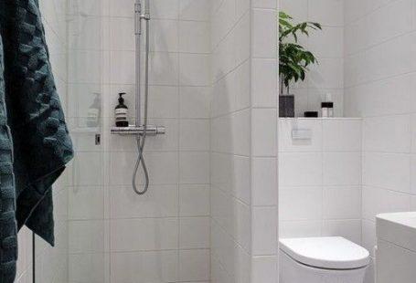 Ebenerdige Dusche schicke WC getrennt gemusterte Bodenfliesen kleines Badezimmer Stil Eleganz #bigbathroomshowers