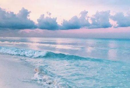 Es schien, als würden die Wolken nur einen Meter über ihm schweben. Und reflektiert ...  #einen #meter #reflektiert #schien #schweben