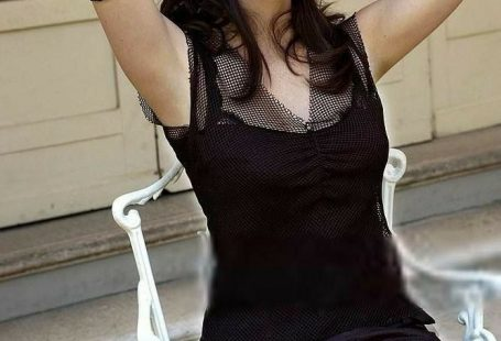 Eva Gaëlle Green is a French actress and model. The daughter of actress Marlène Jobert, she started her career in theatre before making her film debut in Bernardo Bertolucci's The Dreamers.