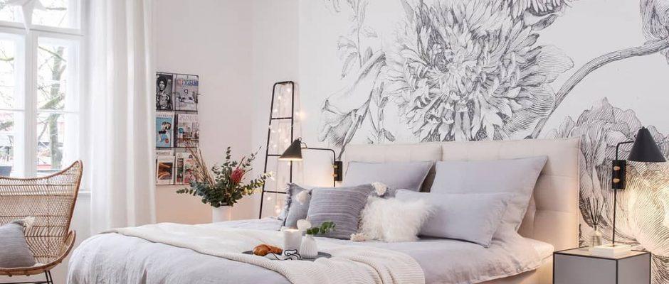 Zoals jij beeldschoon ontwaakt uit een schoonheidsslaapje, ontwaakt je slaapkamer in volle glorie met de scandi glamour uit onze collectie. Sprookjesachtige lampen, comfortabele vloerkleden, stijlvolle ladders en rotan fauteuils in combinatie met behang op de de muren wat jouw slaapkamer een artistiek tintje geeft. Wake up en geef jouw ingedutte slaapkamer een fashionable update met onze bedroom beauties! // Hanglamp Wallpaper Scandinavisch Interieur #bedroo