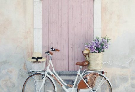 Charming bicycle with French market basket (Vivi et Margot) of flowers and pink shutters on window. Vivi et Margot. Come be inspired by more French farmhouse design inspiration on Hello Lovely. #vivietmargot #bicycle #pink