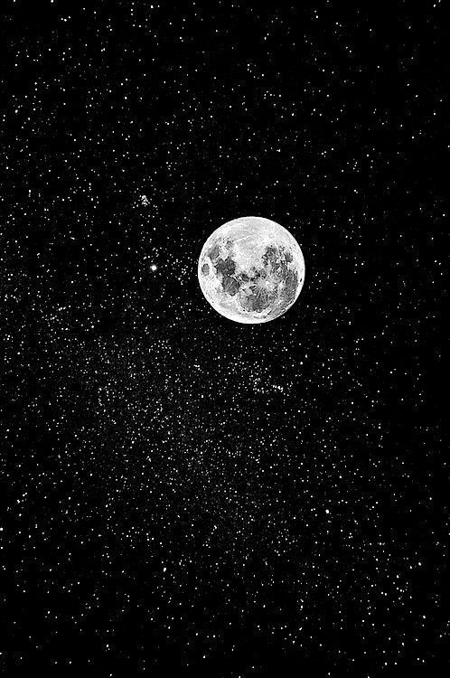 If you look closely you can see Venus to the left of the moon, for she is the brightest light of the night sky and brings the sweetest dreams to those who follow her radiant beauty. Sweet dreams and Goodnight. ❤️
