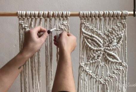To watch a slower version of this clip check out our YouTube channel.   Macrame inspiration & fiber Art supplies by Mini Swells #macramewallhanging #macramé #macrametutorial #m