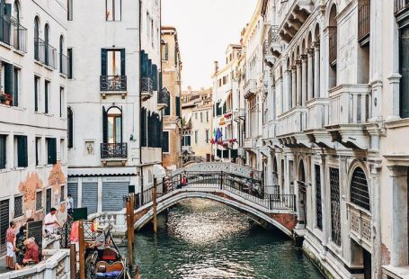 It's no secret that one of the best things to do in Venice is riding a gondola... - #gondola #Riding #secret #Venice