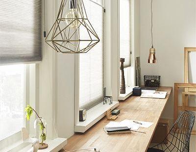 Je maakt het extra gezellig in huis met de juiste raamdecoratie. Maar welke stijl past nu het beste bij jouw interieur? . #Arbeitszimmer
