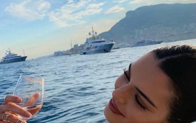 Kendall Jenner flaunts her svelte bikini body as supermodel enjoys