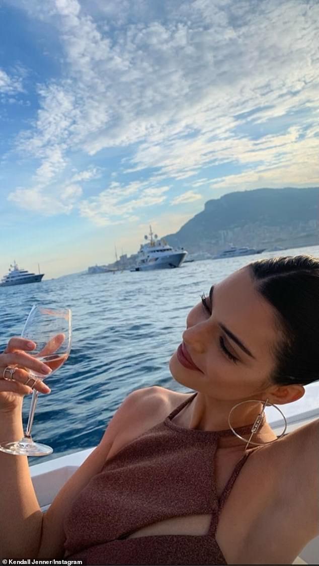 Kendall Jenner flaunts her svelte bikini body as supermodel enjoys 'the single life' | Daily Mail Online