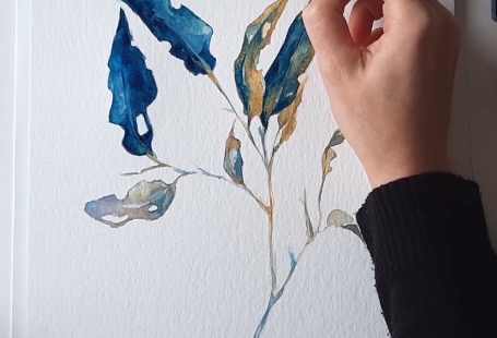 Do you love botanical drawings? Here you can see the process of this painting in watercolor, and if you enjoy it you can see more videos in the blog! All created by the visual artist Laura Manteca Martin, from Ink Imaginarium. #botanicalwatercolor #botanicalpainting