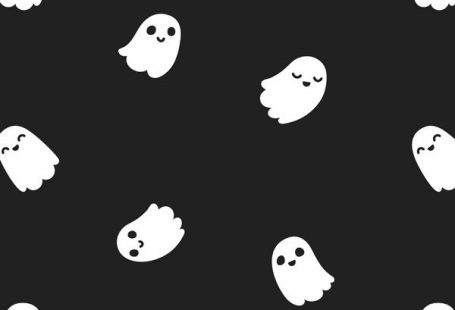 Every day is Halloween with the Little Ghosts wallpaper. This totally not ghoulish wallpaper design features cute cartoon ghosts floating around the room against a solid black background. Perfect for kids, or any lover of dark decor and the spookiest of seasons.