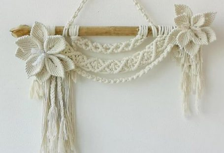 This minimalist macrame with flowers can be an interesting element in both the childrens room, the bedroom or the office instead of the floral element. It can perfectly interact with the background and arrangement during romantic photo shoots. The size of the stick is about 54 cm. The length of the
