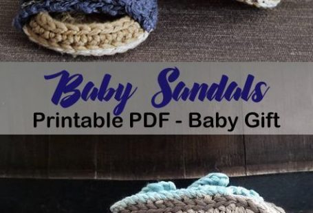 Make a cute pair of baby sandals. A cute addition to a baby gift. Great for a boy or girl. flip flop baby sandal - baby shoes crochet pattern - baby gift #baby #babygift #crochet