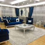 Salon, Orta sehpa, Halı, Mavi, Lacivert, Fon perde, Perde, Asma tavan, Klasik stil