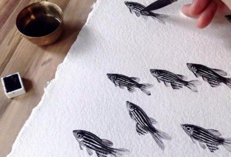 Le travail captivant de la peintre et potierNiharika Hukku vous fera réaliser que les poissons ordinaires possèdent une beauté innée. L'artiste utilise so