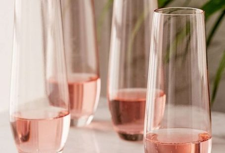 Pretty In Pink - 30 Champagne Flutes Your NYE Needs Now - Photos