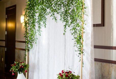 Ceremony arch, vine backdrop - photo by Rachel Gomez Photography / Ruffled Blog