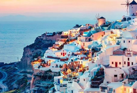Discover one of our best-sellers: Santorini Gems: Small Group Sailing Cruise on a Catamaran. Check out this incredible activity by clicking on the photo. #santorini #greece #greekislands #bluehouses