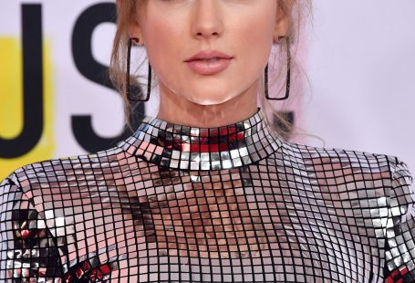 LOS ANGELES, CA - OCTOBER 09: Taylor Swift attends the 2018 American Music Awards at Microsoft Theater on October 9, 2018 in Los Angeles, California. (Photo by Frazer Harrison/Getty Images) via AOL Lifestyle Read more: www.aol.com/...