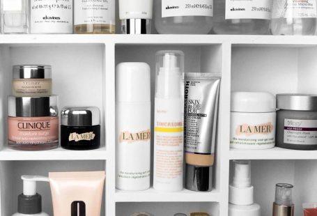 Best Facial Cleansing Oils / Beauty Shelfie #shelfie #beauty.#skincare #tatcha #dermalogica #kiehls / Instagram: