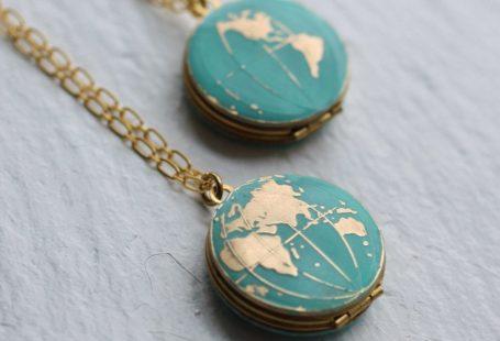 World Map Locket... Vintage Brass Globe Traveller by SilkPurseSowsEar on Etsy www.etsy.com/...