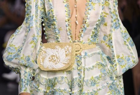 Zimmermann auf der New York Fashion Week im Frühjahr 2018 - Diese Details aus dem neuen Jahr   - Defne Sayar - #outfitfrauen - Zimmermann auf der New York Fashion Week im Frühjahr 2018 - Diese Details aus dem neuen Jahr   - Defne Sayar
