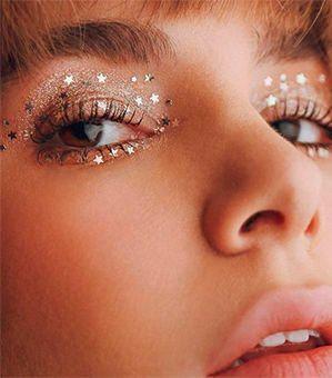Das Make-Up für Silvester ist fast so wichtig, wie das Outfit selbst! Wir haben hier vier Looks von Natural Beauty bis Party Girl für euch!
