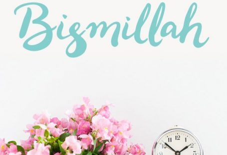 A great reminder for the home, this Bismillah Islamic wall sticker can be removed and repositioned over and over. Perfect for renting! #islamicart #muslim #islamicdesign