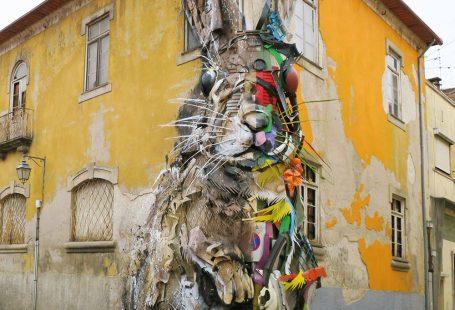 We produceren met zijn allen enorm veel afval. De Portugese kunstenaar Bordalo II confronteert ons hiermee met opvallende straatkunst.