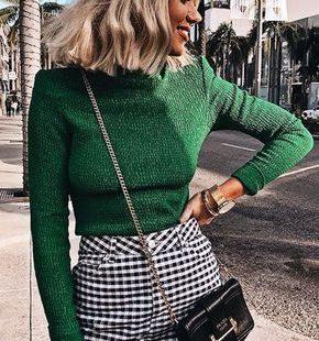 Modekleuren/ herfst & winter 2018-2019: groen. Helemaal verliefd op deze kleur groen. Deze outfit kun je dragen op een warme herfstdag. Ontdek alle modekleuren voor het najaar op onze blog.