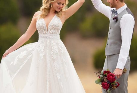 With wedding dresses that appeal to every bride, regardless of size or style— find your dream dress with Essense of Australia!