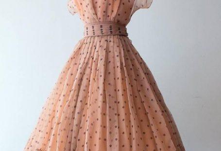 Adele Simpson New Look, Kleid aus Crinkle-Seidenchiffon, Ende der 40er Jahre. # 40s # ... -