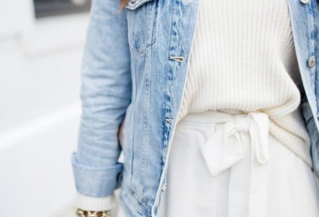 All white spring outfit via Glitter & Gingham / Statement pants / How to style white pants for spring / Ft. WAYF, Everlane, Old Navy, H&M, Sam Edelman