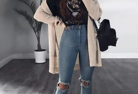 Ripped Jeans With Long Cardigan #longcardigan #rippedjeans ★ Edgy grunge style from the 90s to inspire your street style. #grungestyle #grungeoutfits